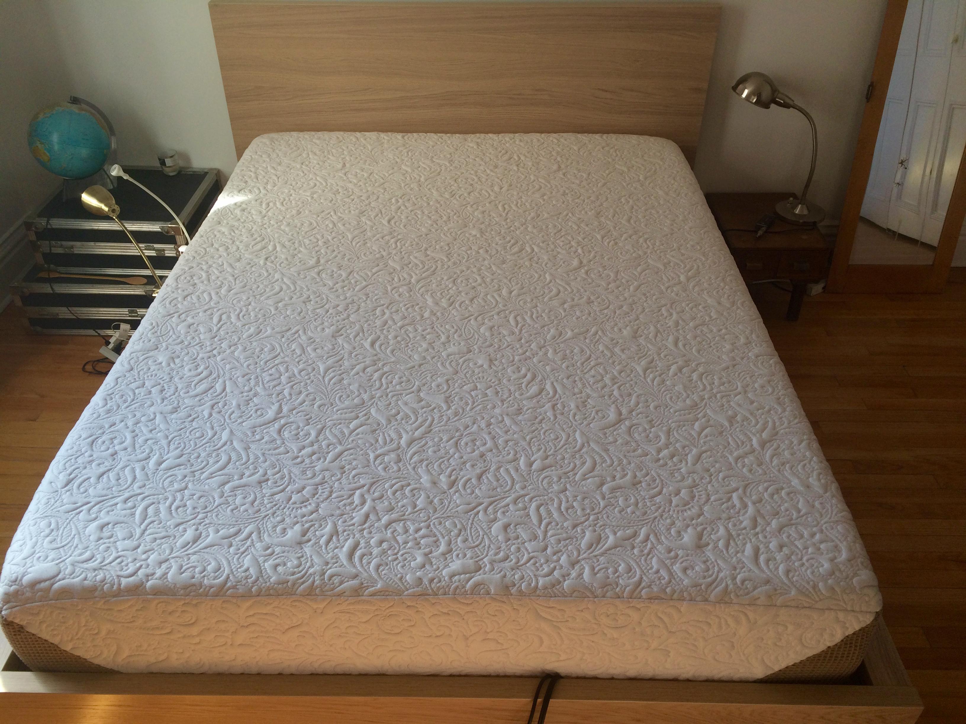lit queen ikea malm haut matelas serta icomfort genius 490 mobilier et mat riel. Black Bedroom Furniture Sets. Home Design Ideas