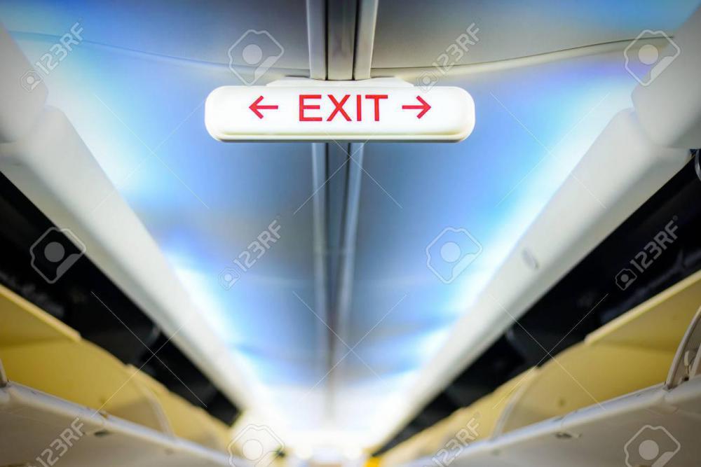 exit-sign-dans-un-intérieur-de-l-avion.jpg